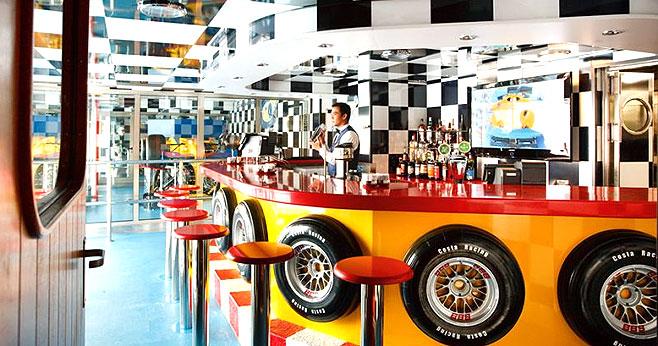 赛车主题酒吧,模拟赛车的魅力