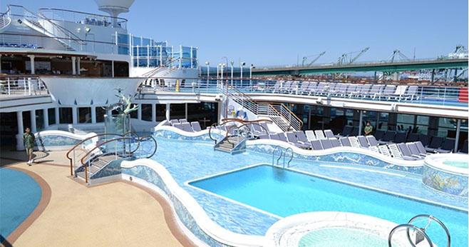 黄金公主号 - 甲板露天泳池