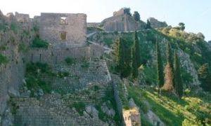 科托尔城墙