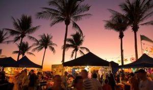敏迪尔海滩日落市场