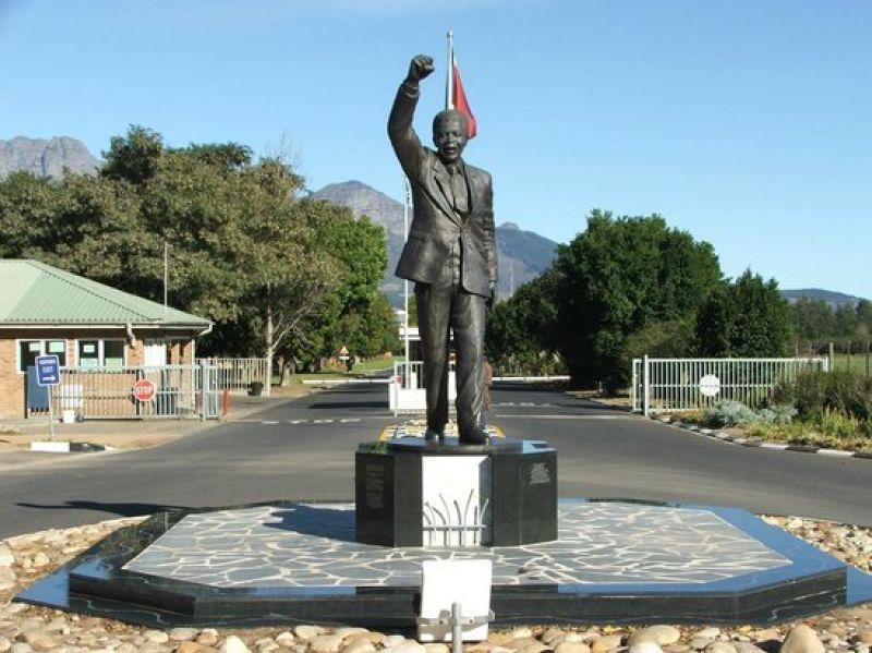 曼德拉纪念雕塑